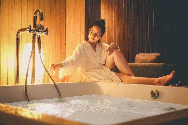 Een hotelkamer met jacuzzi Groningen maakt jouw verblijf compleet